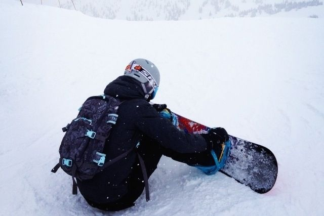 Snowboard-Strapping-In.jpg